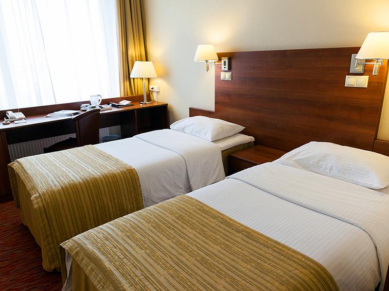 Вместительный улучшенный номер в гостинице Максима Панорама